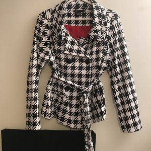 Black & White Robert Louis Jacket w/ Belt Sz Large
